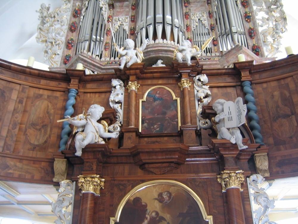 Evangelische-Kirche-in-der-Kirchenburg.jpg