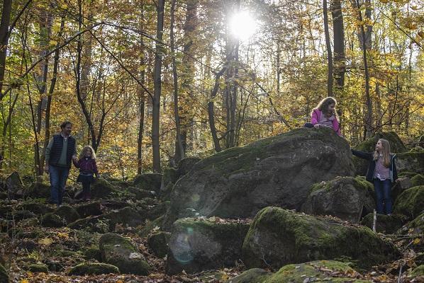 DREI-AM-MAIN-Familie-Felsenmeer-Herbst-l-©-Holger-Leue.jpg