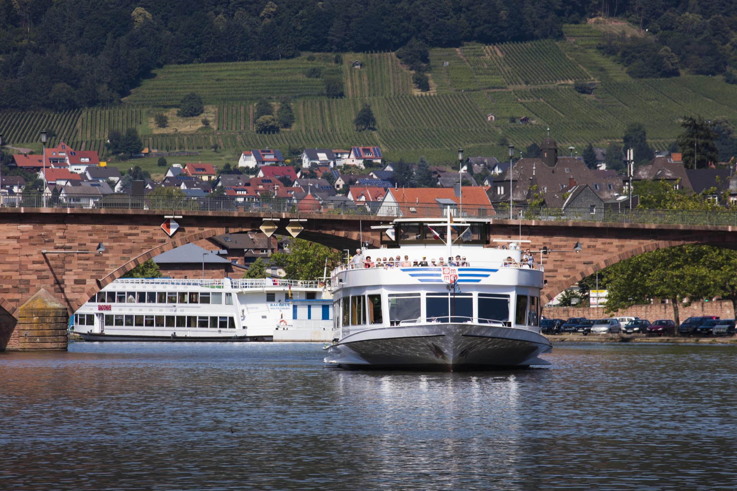 DREI AM MAIN - Schifffahrt Miltenberg Vl © Holger Leue