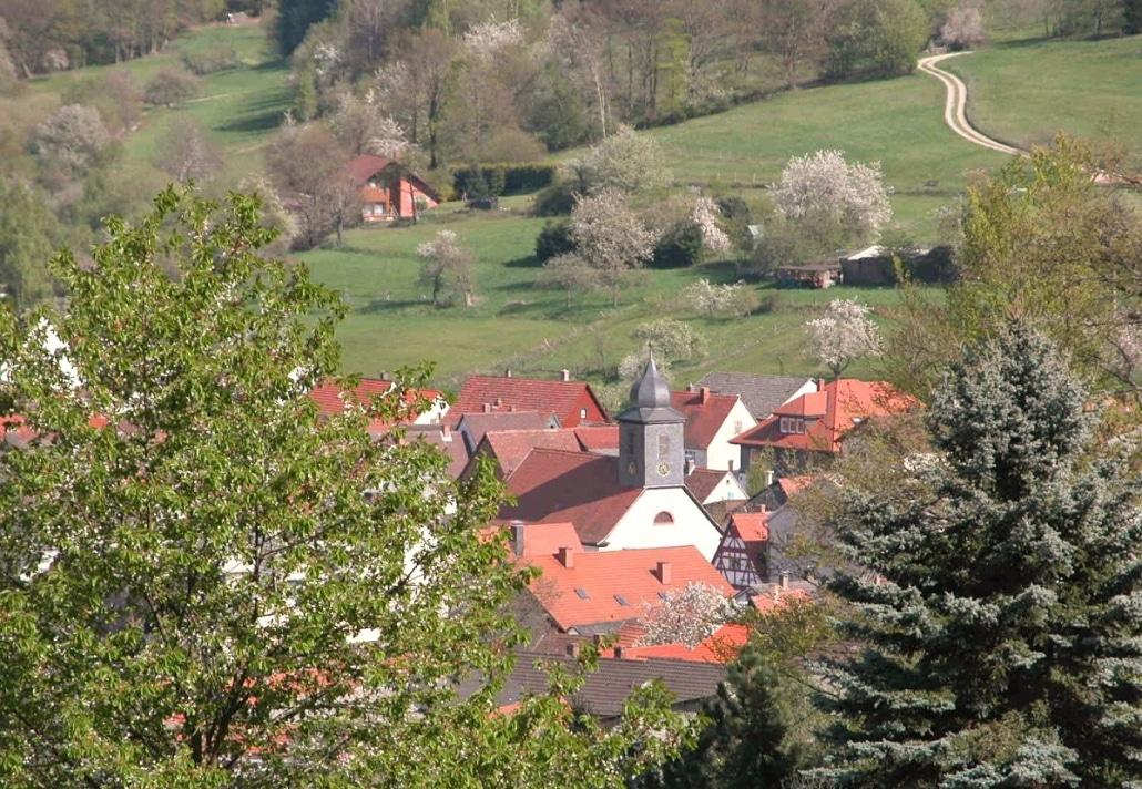 Die-Kirche-im-Dorf-_R1_Dieter-Baumann-web-1030x712-1.jpg