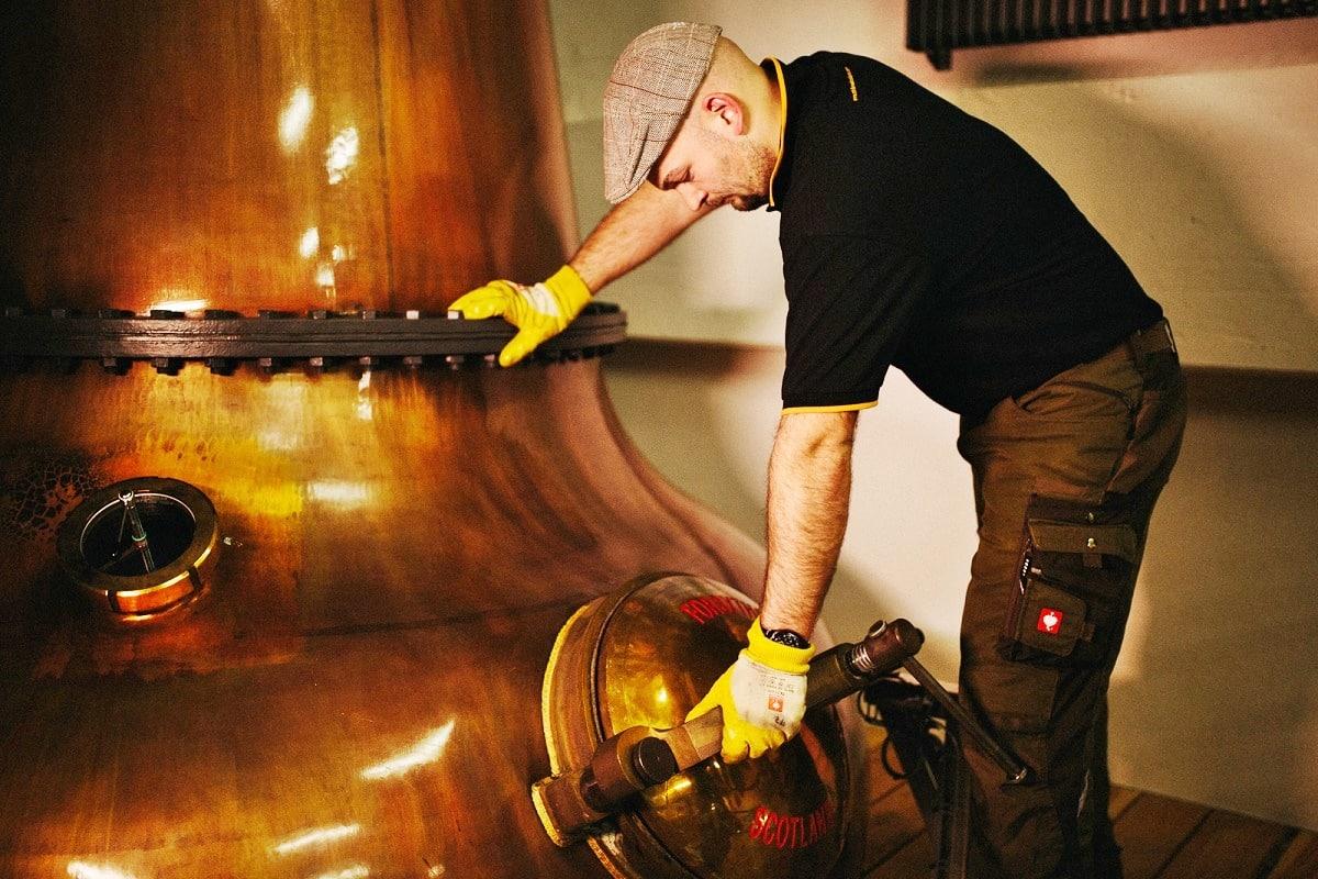 St-Kilian-Destille-Kupferkessel-web hell